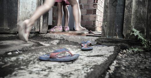 Fotógrafo registra paranaenses à espera de casas do governo