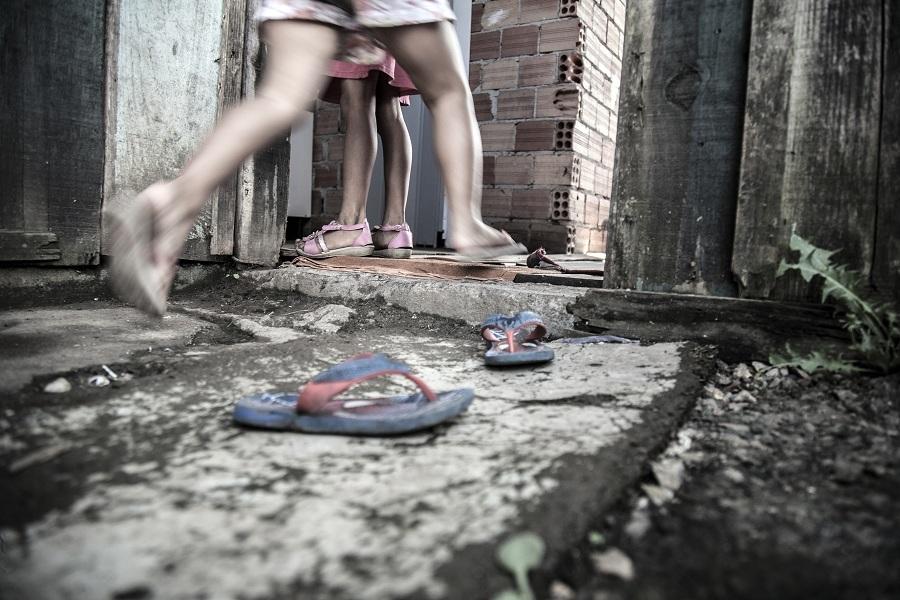 Fotógrafo registra paranaenses à espera de casas do governo - Catraca Livre