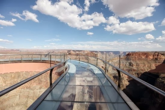 passarelas tur sticas ao redor do mundo possuem vidro na