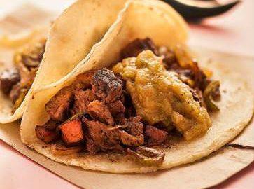 'Obá na Calçada' serve diferentes tacos mexicanos a preço popular