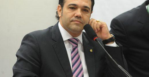 Caetano Veloso apresenta nova queixa-crime contra Feliciano