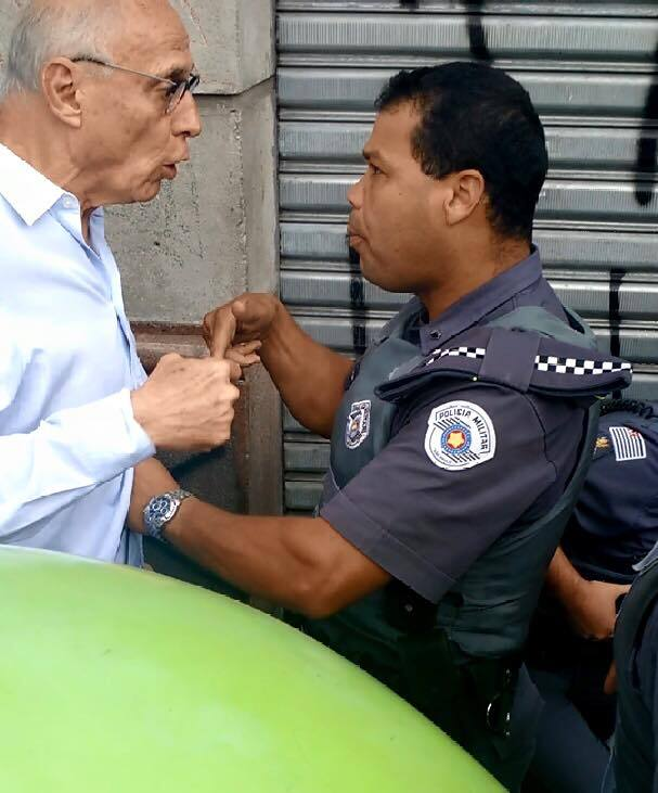 Mamando o policiall