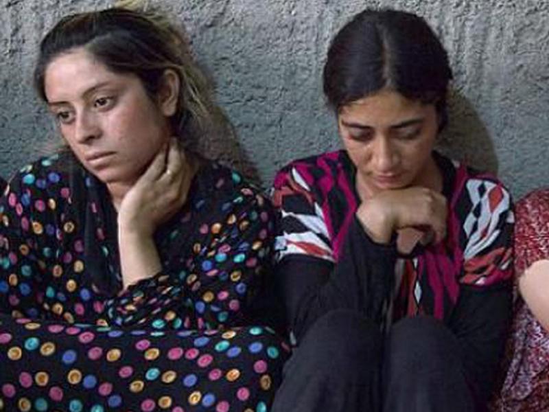 Um iraquiano está comprando escravas sexuais para entregá-las de volta à família