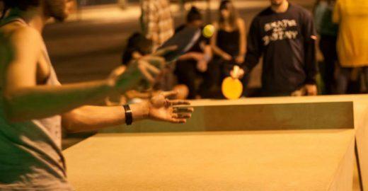 Com duas raquetes, bolinha e uma mesa, projeto 'Ping Point' quer transformar o espaço público de SP