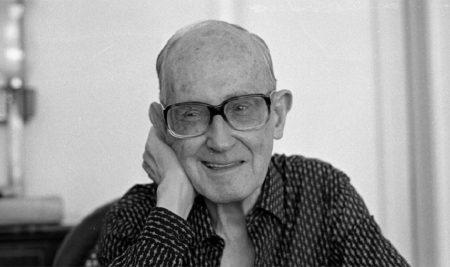 Dia D homenageia Carlos Drummond de Andrade (1902 - 1987) com dia regado à boa literatura