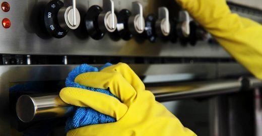 12 passos para limpar o vidro do forno de maneira caseira