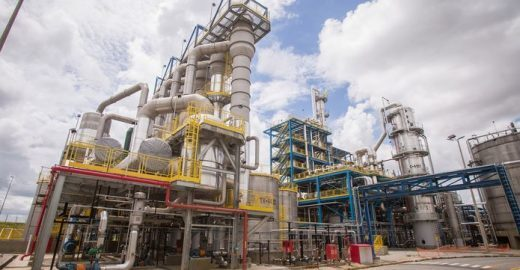 Empresa brasileira transforma celulose em etanol