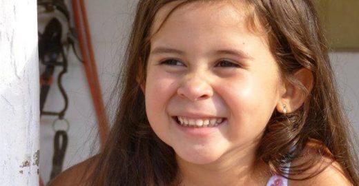 A pequena Mell, de apenas 7 anos, quer abrir biblioteca pública no sertão de Alagoas