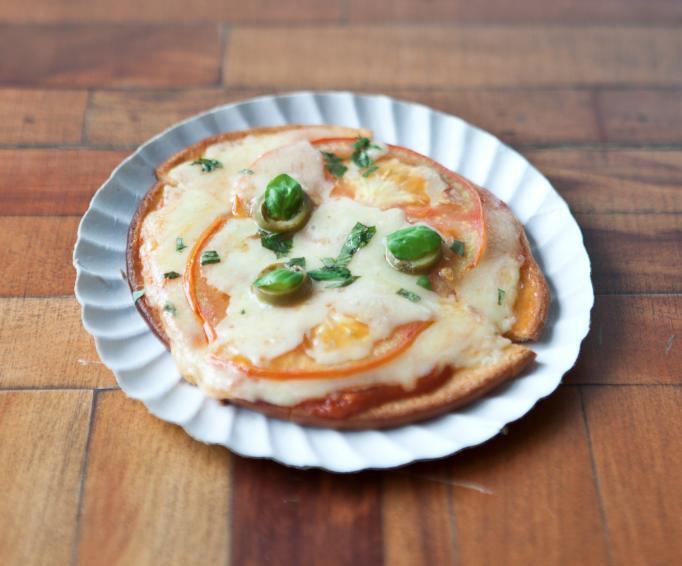 Mini pizza de Queijo e Tomate (reprodução/Facebook/VeggiesnaPraça)