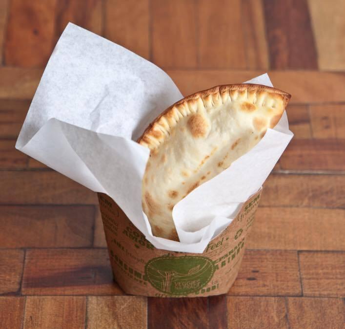 Pastel de queijo com tomate ou de carne vegetal (reprodução/Facebook/VeggiesnaPraça)