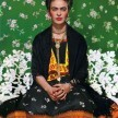 Nickolas Muray - Frida Kahlo en una banca #5 - Carbro print - 45.5X36cm - Courtesy the Gelman Collection, © Nickolas Muray Photo Archives