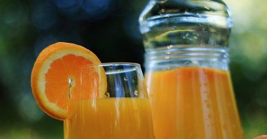 Suco de laranja ajuda a melhorar a memória de idosos, diz estudo
