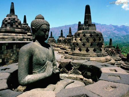 Templo Borobudur, em Java | foto: walldesk.net
