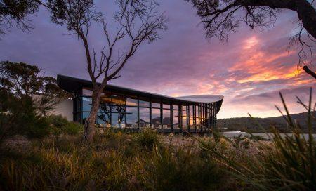 Hotel Saffire Freycinet, na Península de Freycinet, Tasmânia | foto: saffire-freycinet.com.au