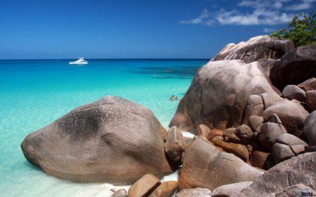 Praia Anse Lazio, na ilha de Praslin, considerada uma das 10 mais bonitas do mundo | foto: motaen.com