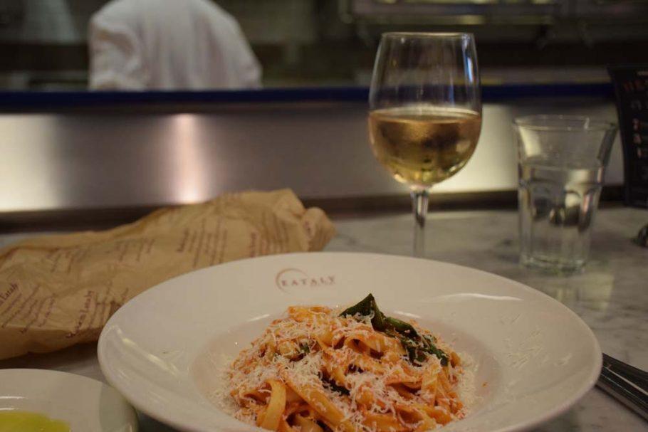 Meu fetuccine pomodoro no La Pizza & La Pasta do Eataly NYC