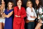 Cinco mulheres em uma sala de espera refletem sobre a vida
