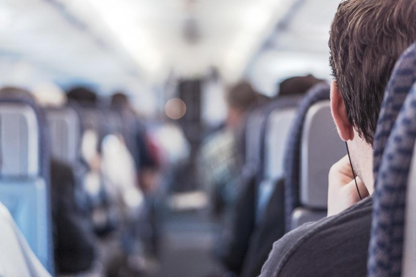 Como se distrair durante um longo voo