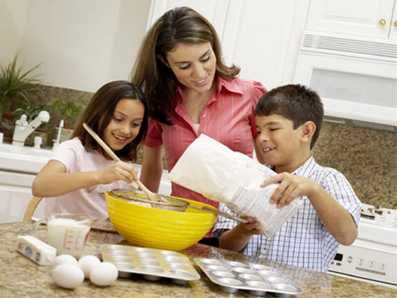 Veja dicas para fazer um piquenique em casa com a garotada
