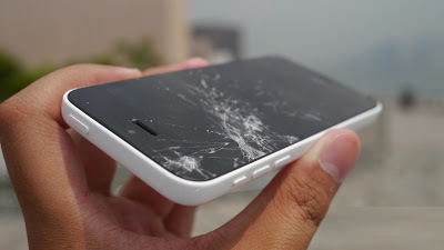 Telas rachadas de celular poderão se regenerar sozinhas