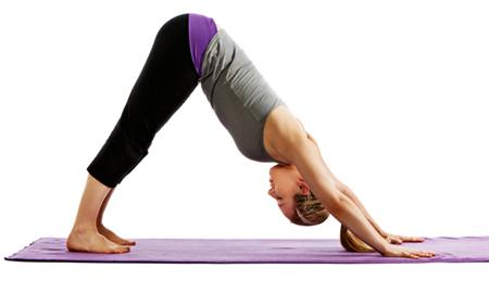 Conheça posturas simples de Yoga que ajudam com a dor nas costas