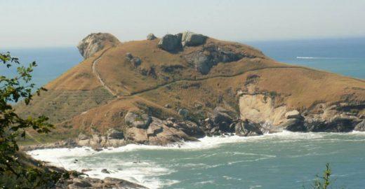 Trilha baratinha leva à Praia do Perigoso e Pedra da Tartaruga