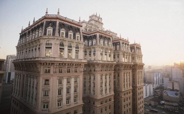 Edifício Martinelli - Antes de o edifício Altino Arantes ser considerado o mais alto do mundo fora dos Estados Unidos, o Martinelli já havia sustentado este título por alguns anos – de 1929 a 1936. Sua construção foi um grande acontecimento na São Paulo daquela época.