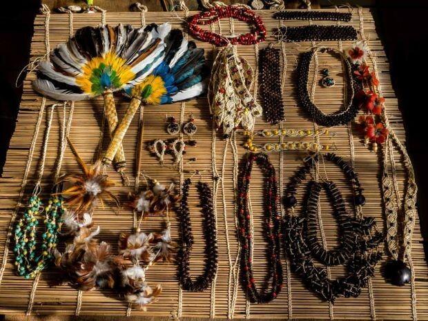 Aparador Negro Barato ~ Indígenas de Mato Grosso usam internet para vender artesanatos
