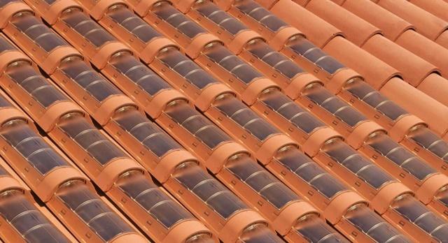 Empresas criam telha que substitui placas solares - Casas con placas solares ...