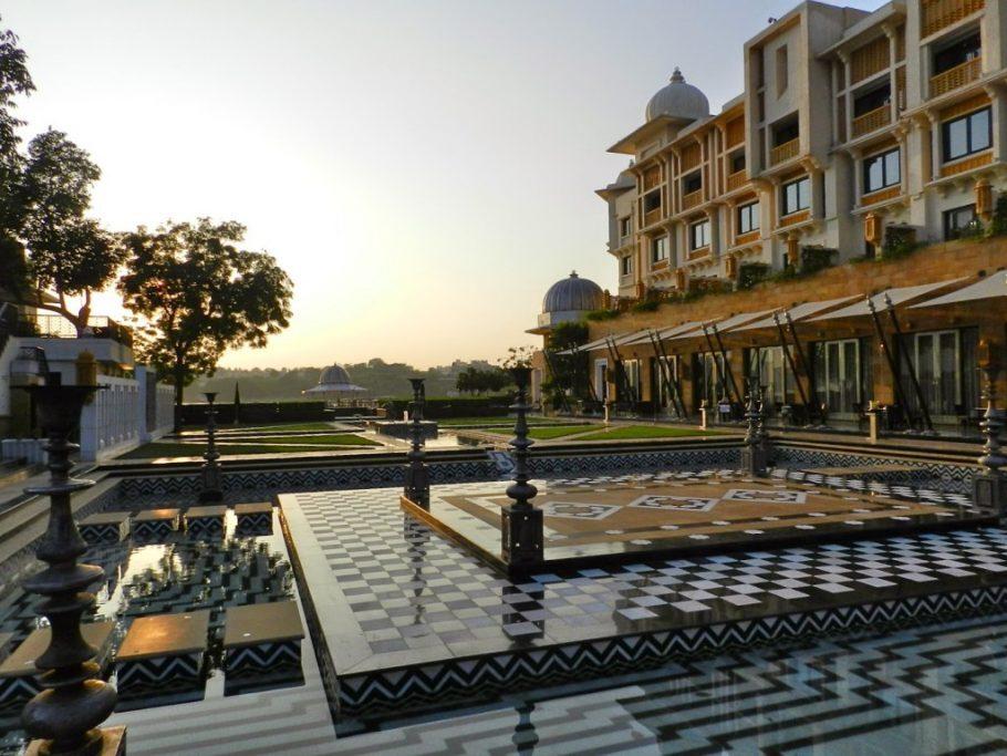24-leela-palace-hotel-udaipur-rajasthan-india-1024x768