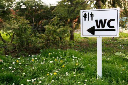 Escola primária dos EUA cria banheiro sem distinção de gênero