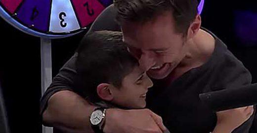 Hugh Jackman surpreende menino com doença degenerativa que é fã de Wolverine