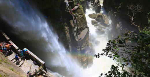 Trilha surreal atraí turistas para visitar cachoeira no Equador