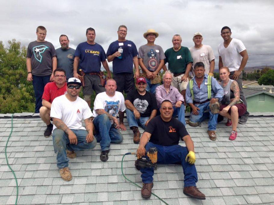 Parte da equipe que reformou o telhado