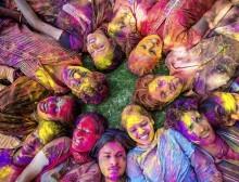 Nativos durante o Festival Holi - Foto: Istock/Mlenny