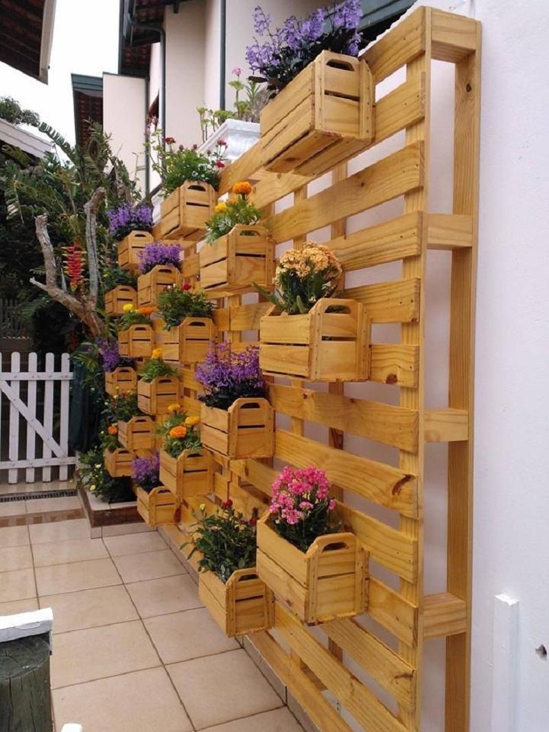 de um deck de madeira fica muito bem como jardim Aproveite para