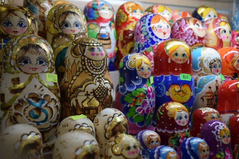 Matrioshkas nas lojas de souvenirs da Rússia