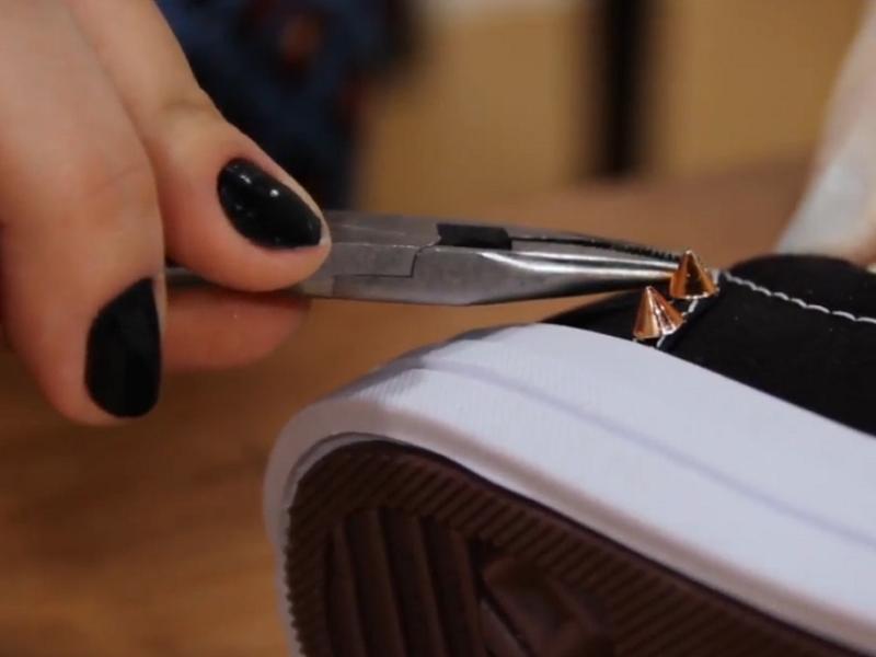 Aprenda a transformar bolsas, sapatos e outros acessórios