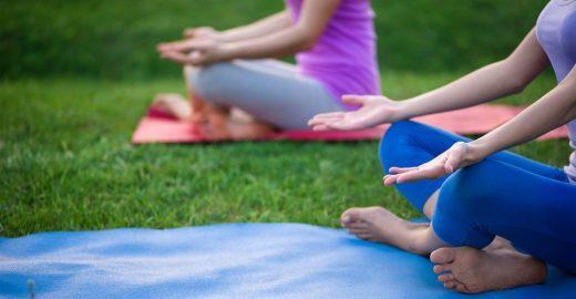 Aulões gratuitos de yoga acontecem em 20 pontos da cidade