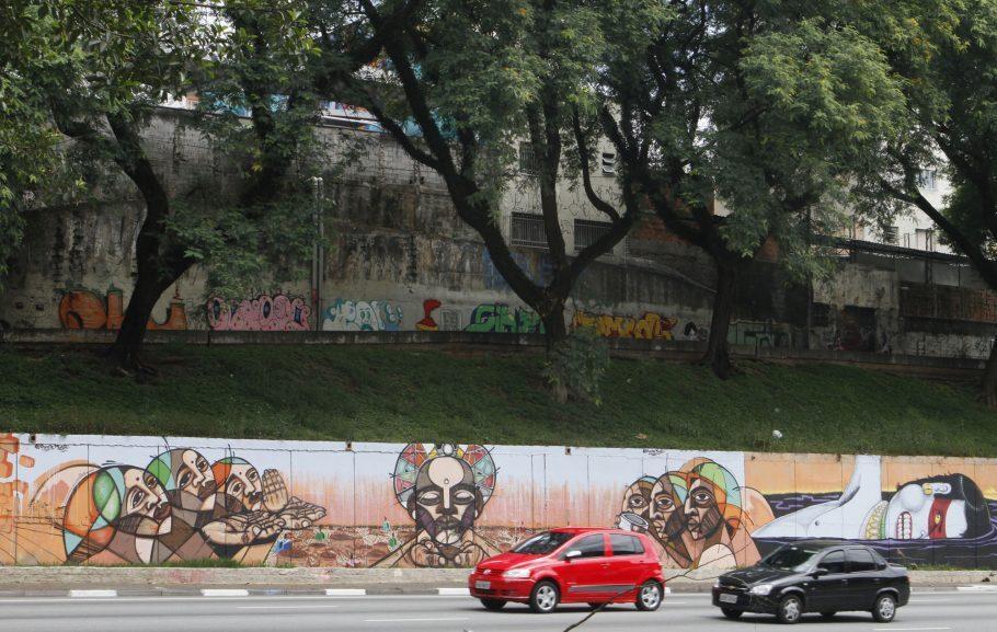 23 DE MAIO | São mais de 15 mil metros quadrados de obras em uma extensão de mais de 5 quilômetros. Nos 70 muros, mais de 200 artistas puderam se expressar, protestar, mostrar suas habilidades e, de quebra, deixar o trânsito de uma dos principais corredores da capital menos exaustivo. Foto: Heloísa Ballarini/ SECOM