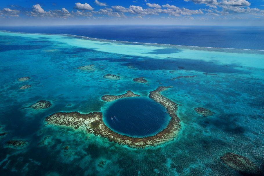 The Great Blue Hole - barreira de corais em Belize