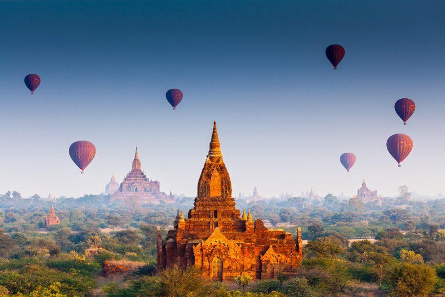 Balões sobre os templos de Bagan, no Myanmar