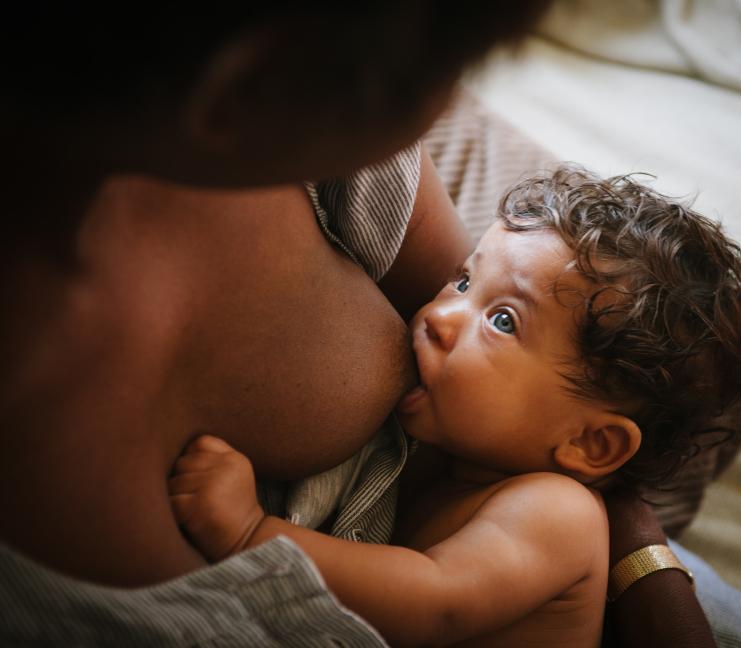Resultado de imagem para imagem mãe amamentando