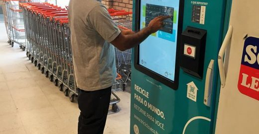 Máquinas trocam garrafa PET por créditos no Bilhete Único e desconto na conta de luz