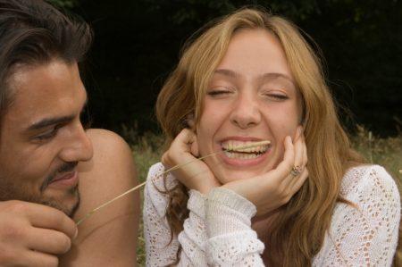 Mulheres demoram mais para esquecer homens bem-humorados