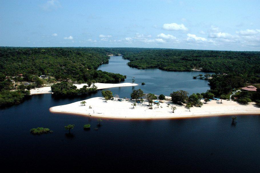 Praias de água doce encantam turistas no Norte do Brasil
