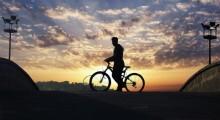 foto de ciclista ao por do sol