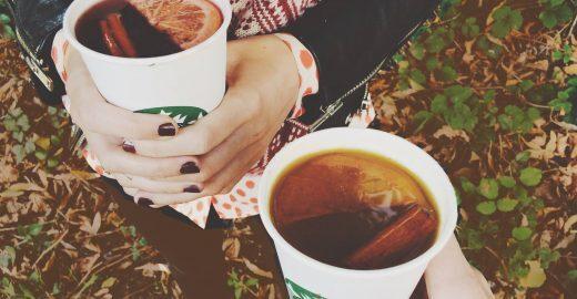 Bebidas quentes de redes de café chegam a ter 25 colheres de açúcar