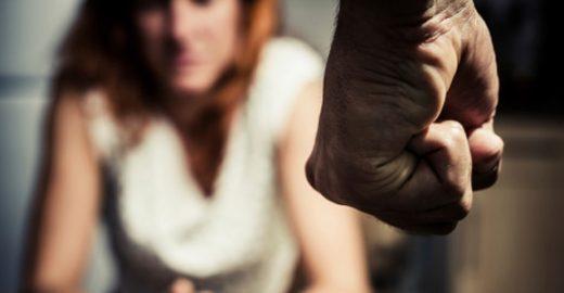 Mulher leva soco ao tentar defender vítima de assédio em ônibus lotado; confira o relato