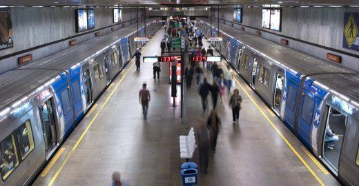 Metrô e trem funcionam de madrugada no Carnaval